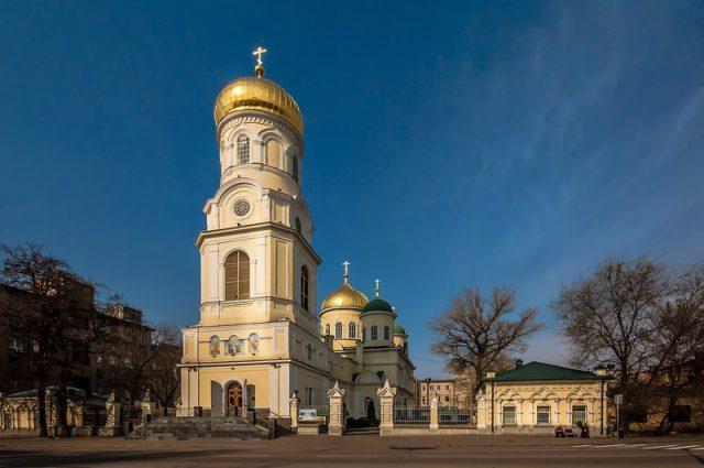 Накануне Недели митрополит Ириней совершил всенощное бдение в главном кафедральном соборе Днепра