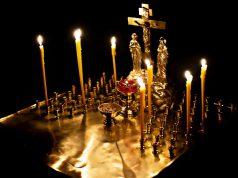 В храмах епархии помолились о погибших во время революции достоинства