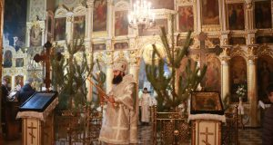 Викарий Днепропетровской епархии епископ Петропавловский Андрей возглавил праздничное ночное богослужение в Свято-Троицком кафедральном соборе г. Днепра