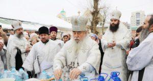 В Крещенский сочельник митрополит Ириней совершил Божественную литургию и Чин великого освящения воды