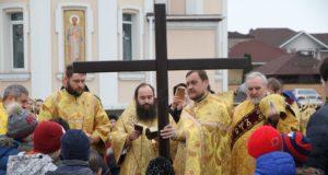 Викарий Днепропетровской епархии епископ Петропавловский Андрей посетил церковную общину в честь свт. Иоанна Златоуста ж/м «Золотые ключи»