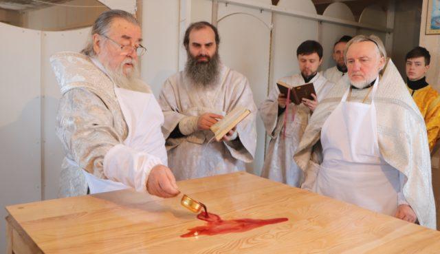 Митрополит Ириней совершил великое освящение храма в с. Гнатовка Новомосковского района