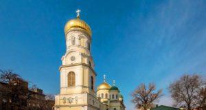 В Неделю о блудном сыне митрополит Ириней совершил Литургию в Свято-Троицком кафедральном соборе г. Днепра