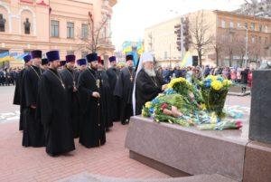 Духовенство Днепропетровской епархии возложили цветы к памятнику Т.Г.Шевченко