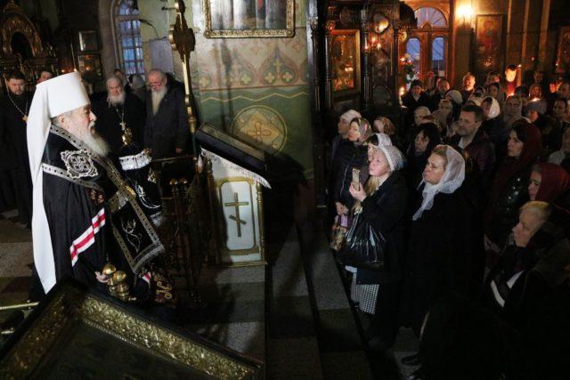 Перед началом Великого поста 2019 года митрополит Ириней совершил Чин прощения в Свято-Троицком кафедральном соборе г. Днепра