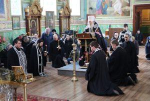 В среду первой седмицы Великого поста митрополит Ириней совершил чтение третьей части Великого покаянного канона в храмах г. Днепра