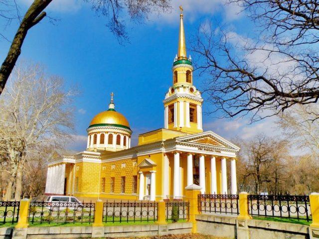 Служение викария Днепропетровской епархии епископа Петропавловского Андрея в третью Неделю Великого поста 2019 года
