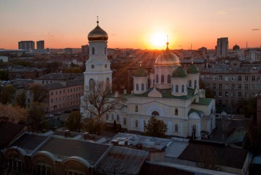 Во вторую Неделю Великого поста 2019 года митрополит Ириней совершил Литургию в Свято-Троицком кафедральном соборе г. Днепра
