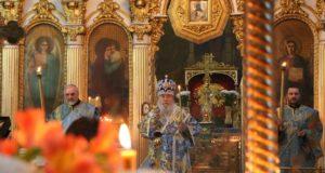 В канун праздника Похвалы Божией Матери митрополит Ириней совершил вечернее богослужение в Свято-Троицком кафедральном соборе г. Днепра