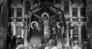 Митрополит Ириней совершил утреню Великой Пятницы с чтением двенадцати Страстных Евангелий