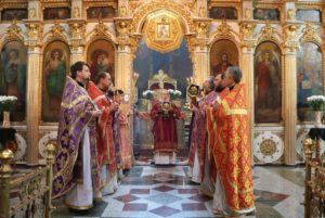 В Великий Четверг митрополит Ириней совершил Соборование и Божественную литургию с Чином омовения ног