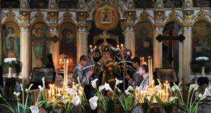 Митрополит Ириней совершил утреню Великой Субботы с Чином погребения Господа нашего Иисуса Христа