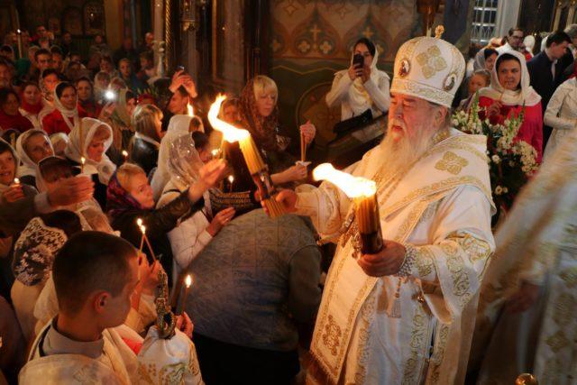 Митрополит Ириней возглавил Пасхальное богослужение в Свято-Троицком кафедральном соборе г. Днепра