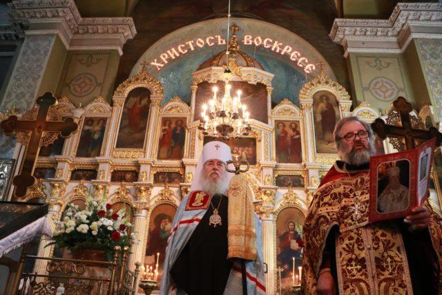 За Пасхальной вечерней митрополит Ириней молился в Свято-Троицком кафедральном соборе г. Днепра