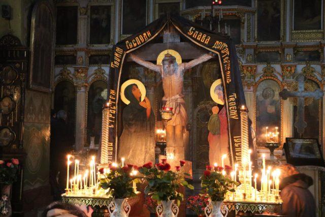 Митрополит Ириней совершил чтение четвертой Пассии в Свято-Троицком кафедральном соборе г. Днепра