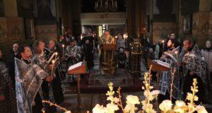 В кафедральном соборе митрополит Ириней совершил утреню с чтением Покаянного канона преподобного Андрея Критского