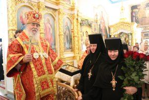 В Неделю 2-ю по Пасхе митрополит Ириней совершил Литургию в Тихвинском женском монастыре