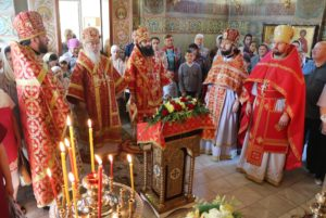 В Неделю 4-ю по Пасхе митрополит Ириней посетил Свято-Николаевский храм на Монастырском острове г. Днепра