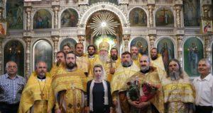 В Никольском храме районного центра Синельниково архипастырь возглавил юбилейные торжества 25-летия освящения храма