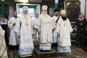 Днепропетровские архипастыри совершили Божественную литургию в Свято-Троицком кафедральном соборе г. Новомосковска