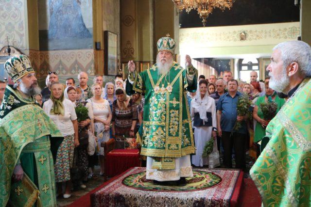 Митрополит Ириней возглавил престольное торжество Свято-Троицкого кафедрального собора г. Днепра