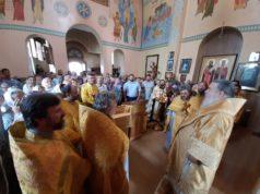 Митрополит Ириней посетил Петропавловский храм поселка Краснополье г. Днепра