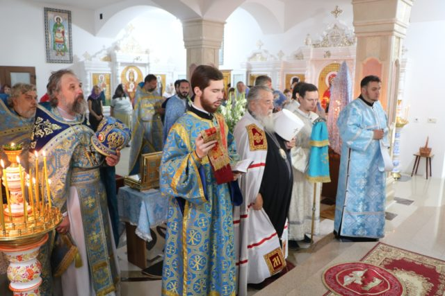 Митрополит Ириней возглавил престольное торжество храма в честь Святогорской иконы Божией Матери г. Днепра