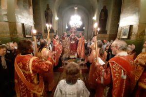 Митрополит Ириней совершил всенощное бдение с чином Воздвижения Креста Господня в Свято-Троицком кафедральном соборе г. Днепра