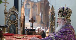 В Неделю 3-ю Великого поста 2019 года митрополит Ириней совершил Литургию в Свято-Троицком кафедральном соборе г. Днепра